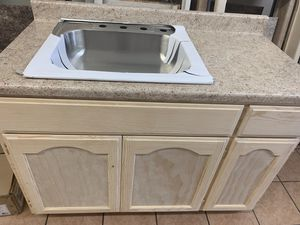 Kitchen cabinet 4 ft for Sale in Beverly Hills, CA