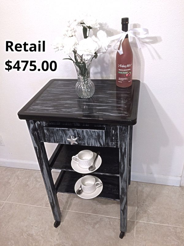 """Custom serving station or entry console table in Absolutely perfect condition. Height 32"""" , length 24"""" , depth 15"""". Retail was $475.00"""