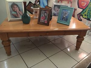 Center Wood table for Sale in Hialeah, FL