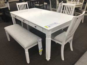 WHITE WOOD FINISH DINING TABLE WITH CHAIRS AND BENCH for Sale in Perris, CA