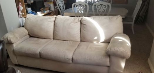 Beautiful Creme Couch for Sale in Midvale,  UT