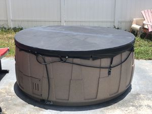 4 person Jacuzzi Hot tub for Sale in Lake Worth, FL