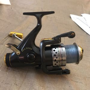 Shimano 4500 Baitrunner Fishing Reel Spinning Reel Everything works perfect (There's a small part broke off on the arm see in pictures)It still has e for Sale in Pembroke Pines, FL