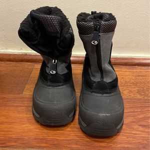 Youth Boys Snow Boots Size 2 for Sale in Westminster, CA