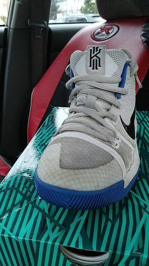 f895543e9cb0 Sneakers Kyrie threes four and a half black and white barely worn ...