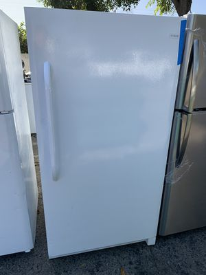 Frigidaire 16 cubic ft freezer for Sale in Corona, CA