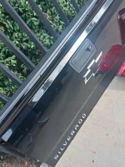 2018 Chevy Silverado Tailgate With Backup Camera for Sale in Long Beach,  CA