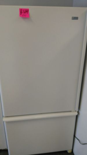 Maytag refrigerator (white) for Sale in Cleveland, OH