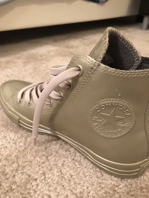 Converse chuck Taylor 2 metallic for Sale in Silver Spring, MD
