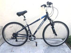 "700/38C. (28"") SCHWINN FREMONT HYBRID WOMEN BIKE. 21 Speeds, SHIMANO Equipped. BEAUTIFUL BICYCLE !! for Sale in Hialeah, FL"