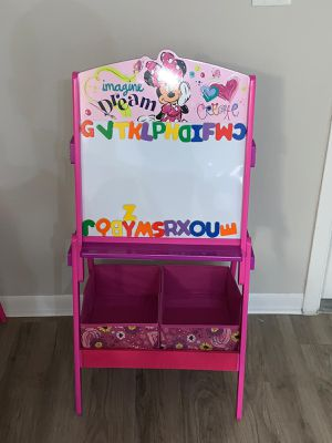Minnie Mouse Easel for Sale in Miami Gardens, FL