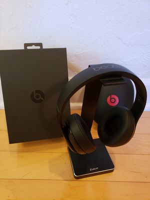 Beats Studio 2 Wireless Matte Black with Box and Stand for Sale in San Anselmo, CA