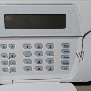 DSC/ADT SCW9057-433 G-RDY CP01 BURGLARY ALARM SYSTEM Used for Sale in Renton, WA