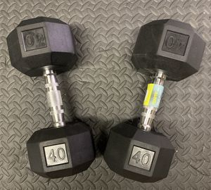 New pair of 40lbs dumbbells, Nuevo par de mancuernas de 40lbs. Reasonable offers considered. for Sale in Palmetto Bay, FL