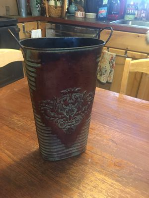metal wall hanging flower pot/vase for garden or home decor Measurements are in the pictures for Sale in Everett, WA