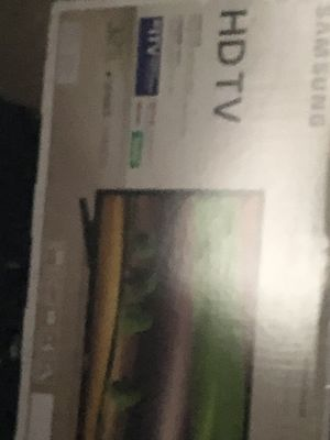 Flat screen 37 inch tv smart tv barley used no scratches controller and manual available like brand new for Sale in Dothan, AL