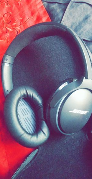 Wireless bose noise cancellation headphones for Sale in Columbus, OH