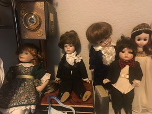 Antique collectible porcelain dolls NEED GONE NOW for Sale in Round Rock, TX