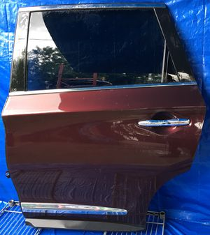 2013 - 2015 INFINITI QX60 JX35 REAR LEFT DRIVER SIDE DOOR MAROON for Sale in Hollywood, FL