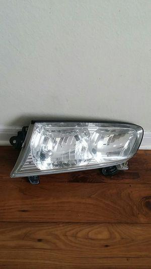 Toyota Camry headlight 2000 for Sale in Nashville, TN