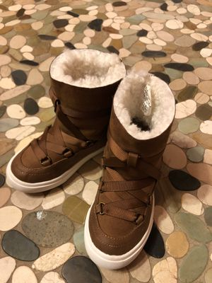 Toddler girl's Land's End boots size 10 for Sale in Milwaukee, WI