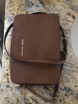 brown Michael kors crossbody bag for Sale in Phoenix, AZ