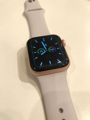 Apple series 5 watch for Sale in El Paso, TX
