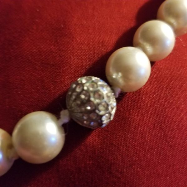 Beautiful elegant imitation pearl and crystal beaded necklace