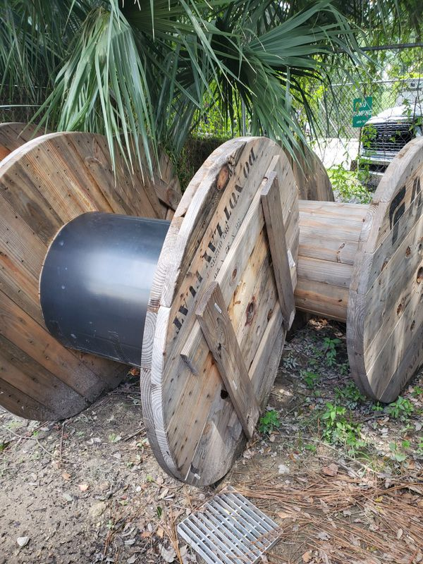 Empty cable reels