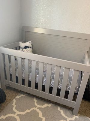 Crib and changing table for Sale in Selma, CA