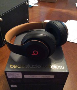 Beats studio 3 wireless midnight black like new for Sale in Chandler, AZ