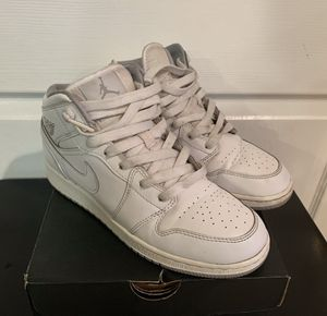 Air Jordan 1mid size 5y for Sale in Los Angeles, CA