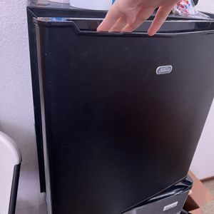 Sunbeam Mini Fridge for Sale in Modesto, CA