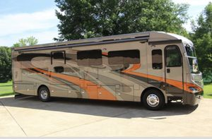 Stunning American coach trailer. Executive suite on wheels. for Sale in Costa Mesa, CA