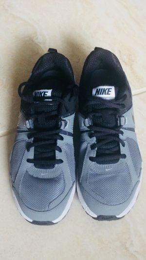 NIKE DART 10 Shoes Size 5 Youth for Sale in Mill Creek, WA