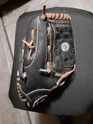Baseball glove for Sale in Buckeye, AZ