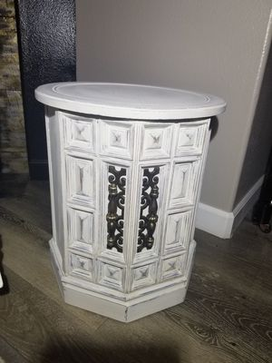 Farmhouse style Round side table for Sale in Vancouver, WA