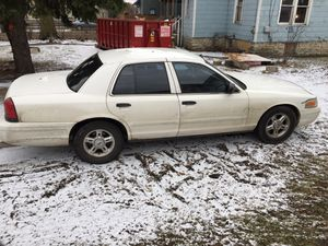 """2003 Ford Crown Vic New brakes Complete tuneup TV 2 12"""" Sub woofers 2500 W amp 150,000 for Sale in Columbus, OH"""