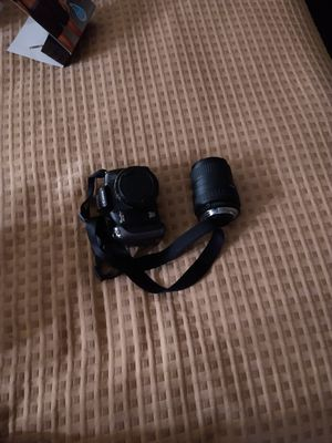 Camera and zoom lens for Sale in Fort Walton Beach, FL