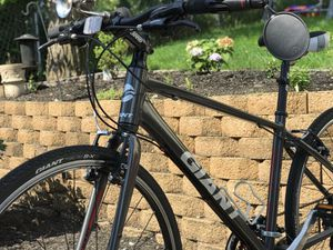 Giant hybrid bike fit people between 5-3 to 5-11 for Sale in Andover, MA