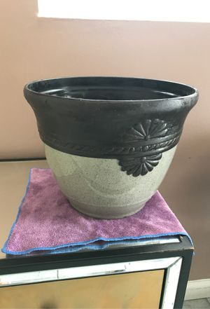Flower pot for Sale in South Gate, CA