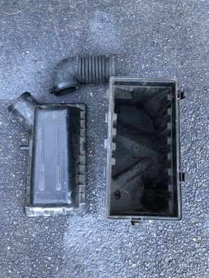 Jeep Cherokee XJ Parts (Intake, Hood Hinge, Valve Cover, Limited Driver's Seat Power Track) for Sale in Manorville, NY