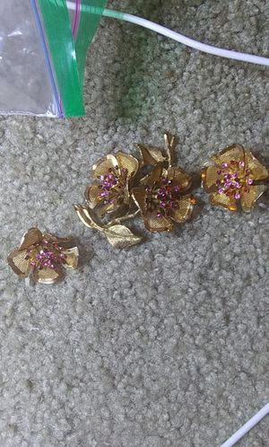 Vintage gold toned pink rhinestone flower brooch earring set for Sale in Tullahoma, TN