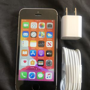 iPhone se 32gb unlocked (excellent condition) for Sale in Gardena, CA
