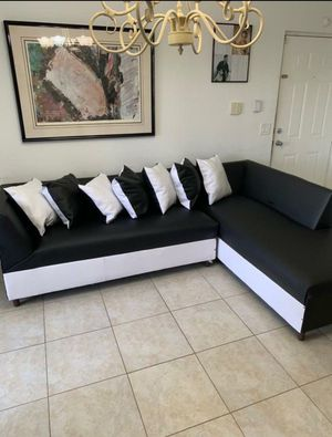 Black and white sectional . Brand new with pillow for Sale in Hollywood, FL