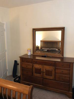 Bedroom Set - Queen for Sale in Fort Lauderdale, FL