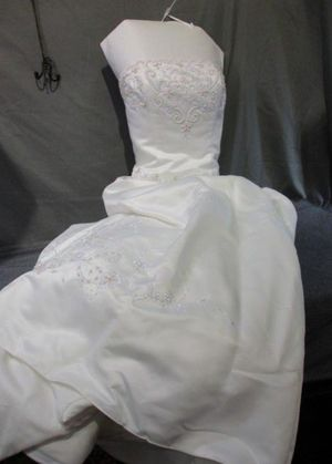 David's Bridal Wedding Dress Size 14 for Sale in Saraland, AL