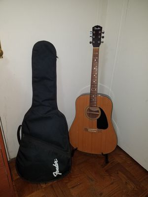 VINTAGE FENDER ACOUSTIC GUITAR DG-3 WITH FENDER PADDED CASE for Sale in Queens, NY