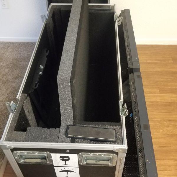 """Road Case & 2 NEC LCD 32"""" Monitors"""