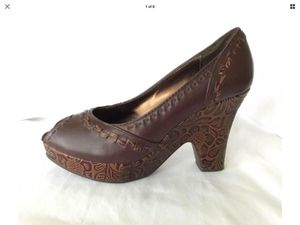 Nine West Women's Size 6.5, Medium Width, Brown Leather, Open Toe Shoes for Sale in Fuquay-Varina, NC